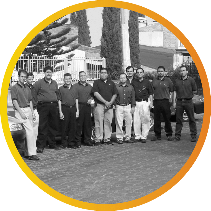 2004 : The photo shows the team that worked on the Caja Libertad Financial Services account
